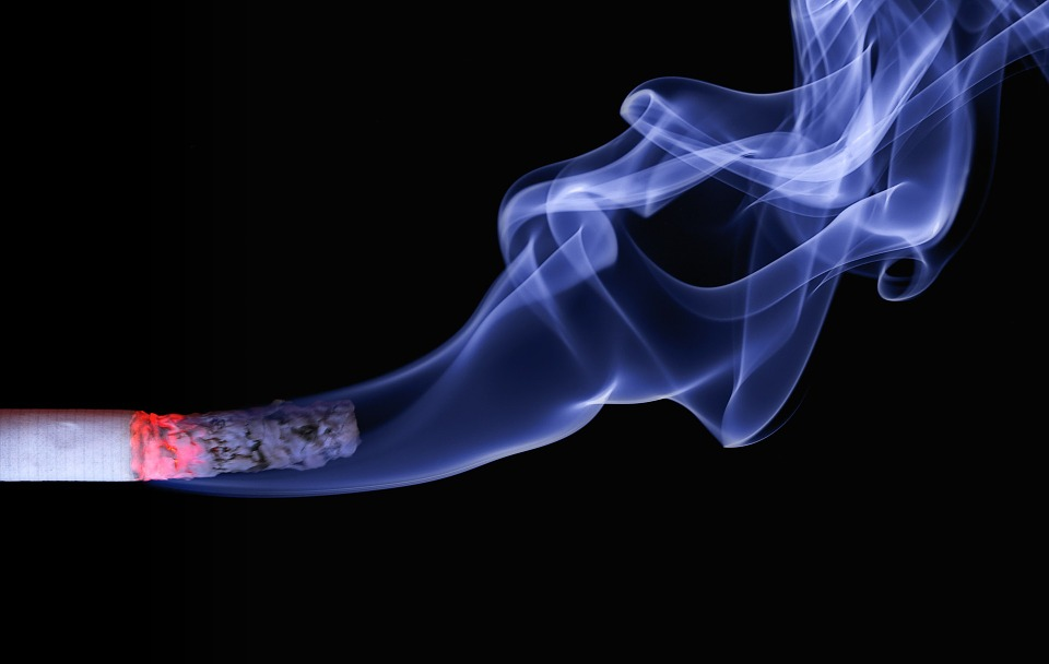 El tabaco duplica la probabilidad de sufrir afecciones oculares
