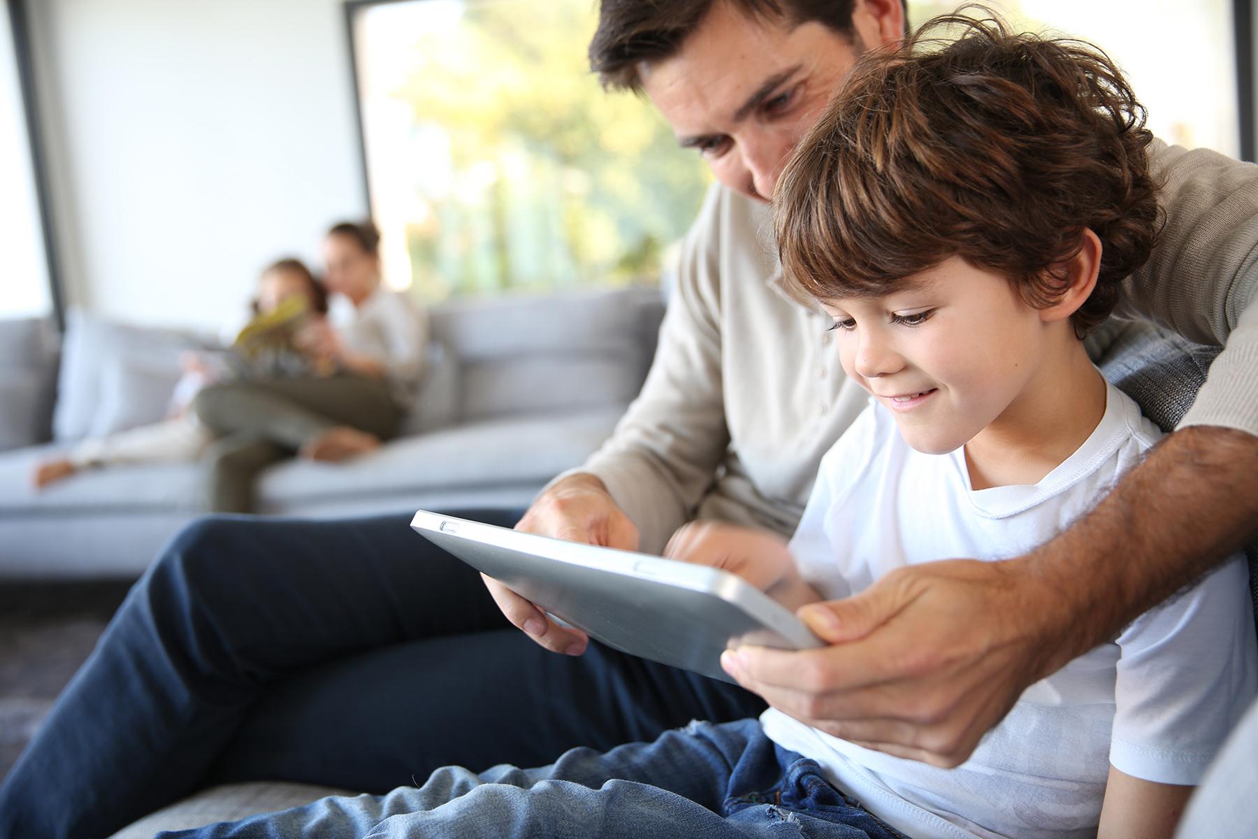 Operación ciberpadre: protege a tus hijos en verano