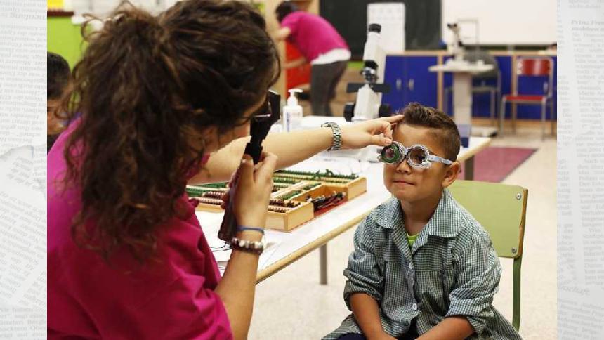 ¿Cómo podemos proteger los ojos de los niños en la playa?