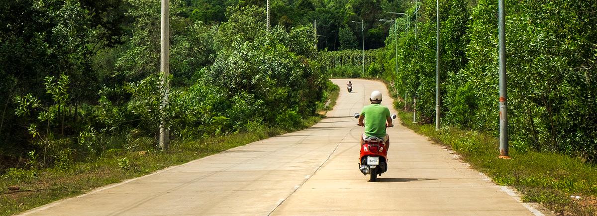 Cuatro aspectos a tener en cuenta para alquilar una moto o bici en este verano